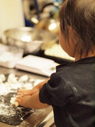 娘と一緒に☆皮から手作り餃子☆