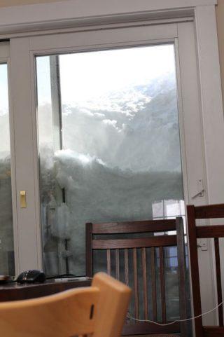 豪雪 雪に埋まった車