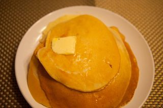 朝食にブリヌイを焼く