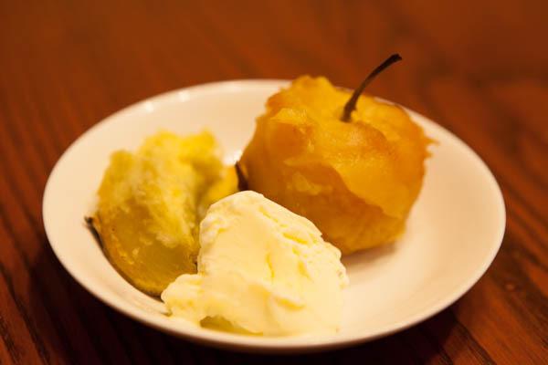 暖炉で焼きリンゴ